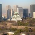 ビジネスパークのビル群と大阪城